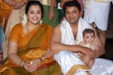 Actress meena with husband vidyasagar and daughter nainika