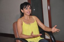 Actress rakul preet singh talking photo.