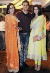 Akshay kumar with wife twinkle khanna and sister alka