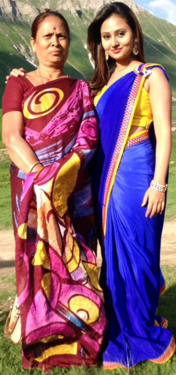 Amulya with her mother jayalakshmi