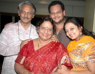 Apoorva kasaravalli with family: Father Girish Kasaravalli, mother Vaishali Kasaravalli and sister Apoorva Kasaravalli