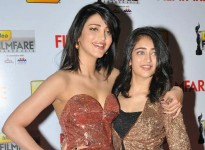 Kamal haasan's daughters akshara and shruti