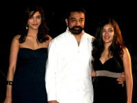 Kamal haasan with daughters akshara and shruti