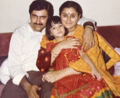Kriti sanon childhood pic: with mother geeta sanon & father rahul sanon