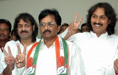 Kumar bangarappa with father s bangarappa and brother madhu bangarappa