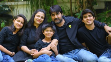 Meka srikanth family: wife ooha, sons roshan & rohan with daughter medha