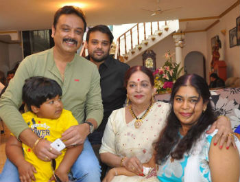 Naresh family: With sons Naveen(elder), & Ranveer(younger), Mother Vijaya Nirmala & wife Ramya