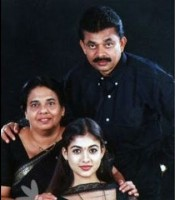 Nayanthara with family- Mother Omana Kurian and Father Kurian Kodiyattu