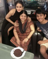 parul yadav with mother celebrating birthday