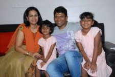 Puneeth rajkumar's family: his wife ashwini and daughters: dhriti and vanditha