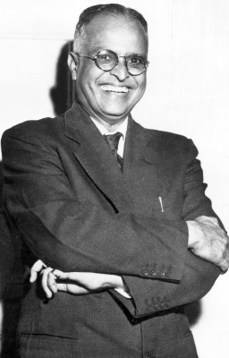 r k narayan R k narayan, literary chronicler of small-town life in south india and one of first indians writing in english to achieve international acclaim, dies at age 94 photo (m).