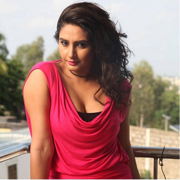 Ragini Dwivedi Photos, Pictures, Wallpapers,