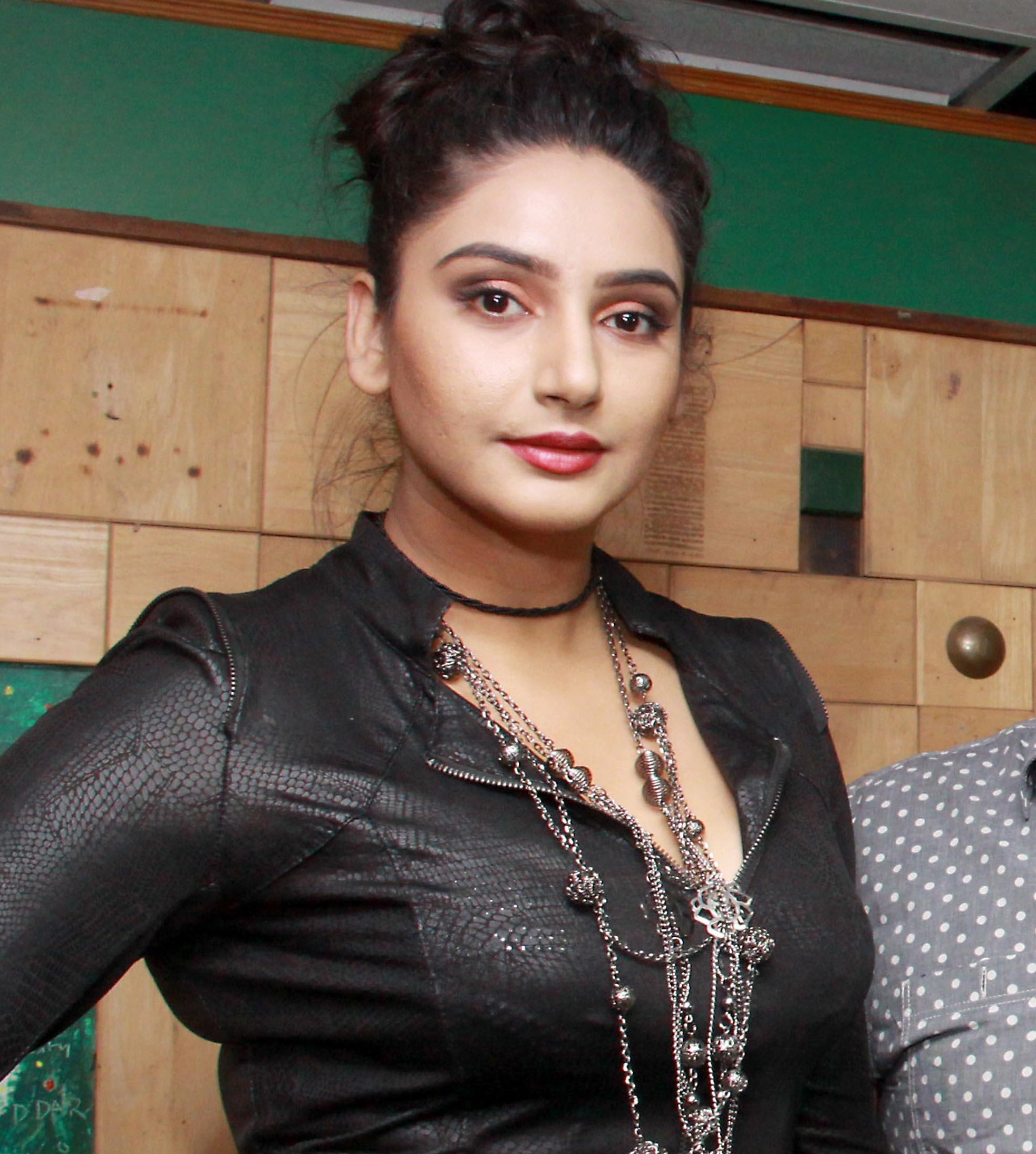 Ragini Dwivedi Photos, Pictures, Wallpapers