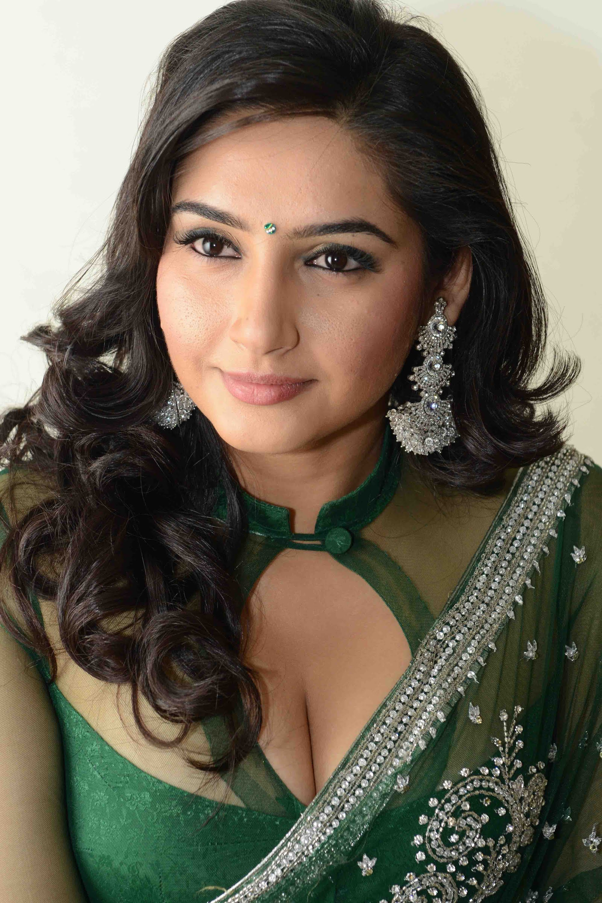 Ragini Dwivedi Pictures, Photos, Wallpapers