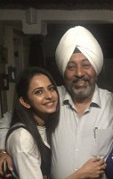 Rakul preet singh with her dad