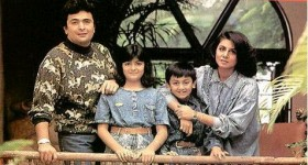 Ranbir kapoor and his family. we can see girl riddhima and boy ranbir kapoor as child.