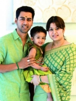 Sangeetha krish family:sangeetha, husband krish and their daughter
