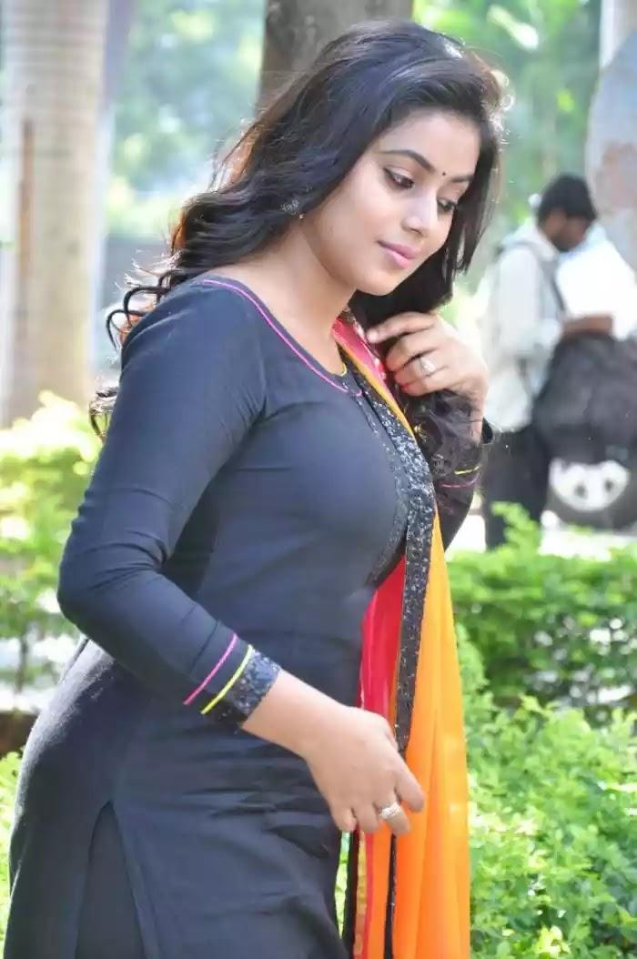 Nayantara sexy boobs-2456