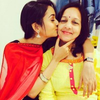 shanvi srivastava with her mother meena
