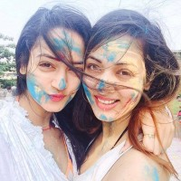 Shanvi srivastava with her sister vidisha celebrating holi