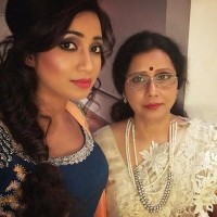 Shreya ghoshal with mother sarmistha ghoshal