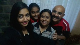 Sihikahi geetha family: Husband chandru and daughters