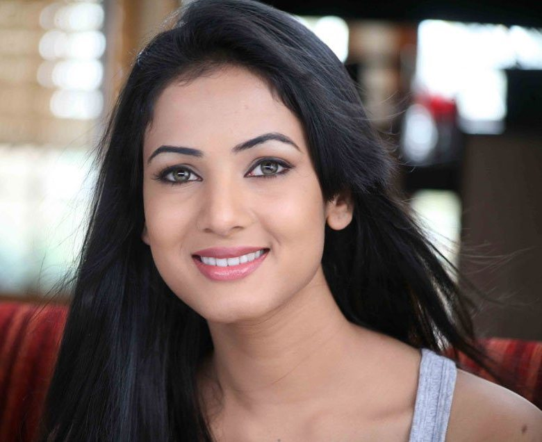 Sonal Chauhan Photos Pictures Wallpapers