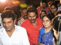 Vinod raj with mother leelavathi and shiva rajkumar