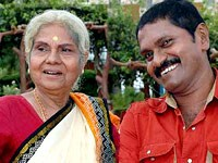 Vinod raj with mother leelavathi