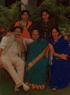 vishnuvardhan family: with mother, wife bharathi vishnuvardhan, daughters keerthi & chandana