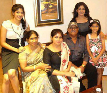 Yagna Shetty family in kuwait: father umesh, mother jayanti shetty & others