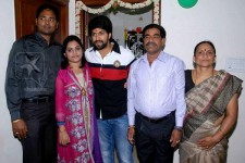 Yash celebrates 27th birthday with his family. father arun kumar, mother pushpa, sister nandini and sister husband.