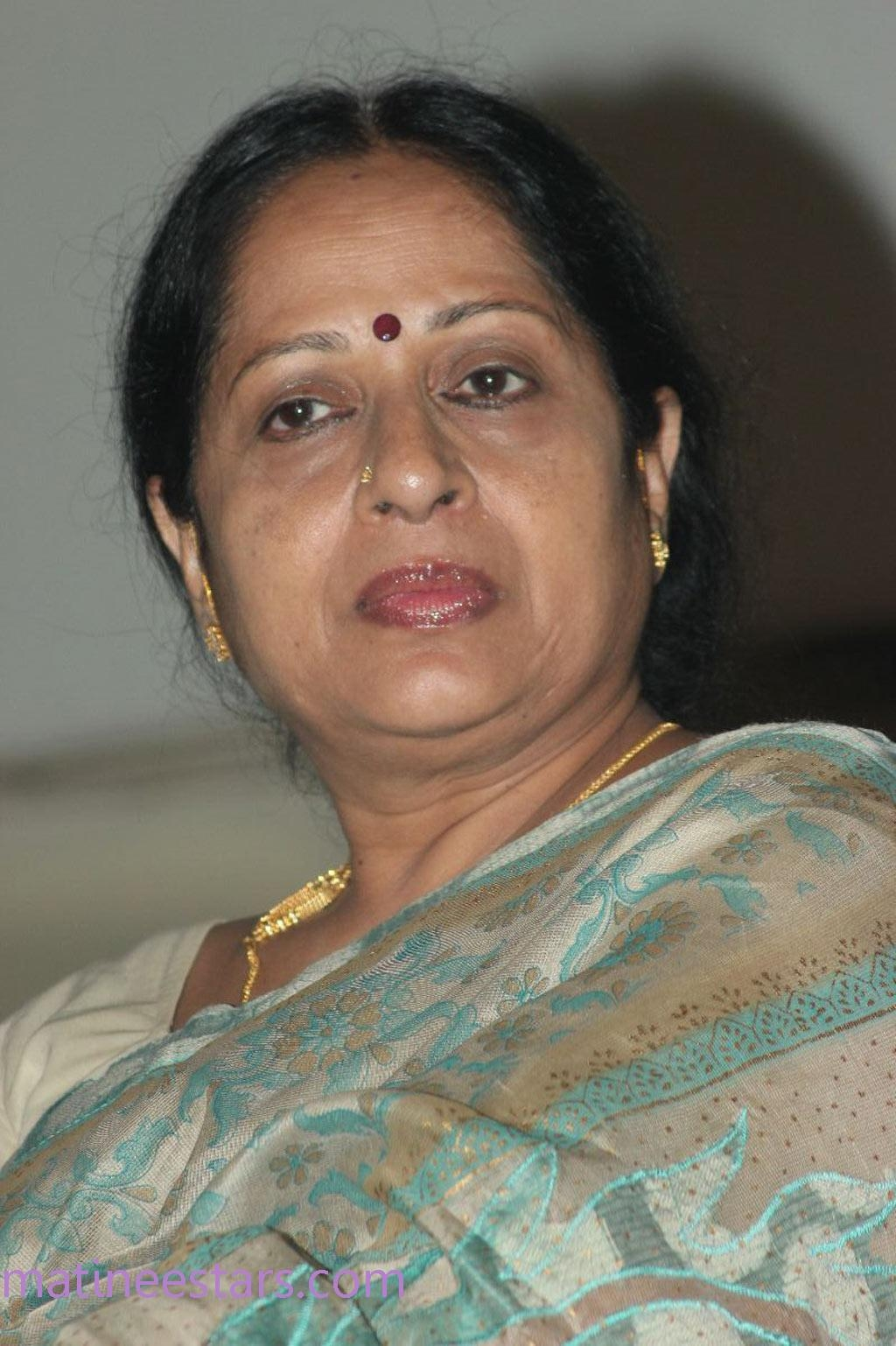 Mallu film actress aunty having sex with neighbor - 5 4